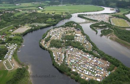 Sommerfestivalen, Årsøya, Mebonden, Nea fra lufta.  Foto: Privat