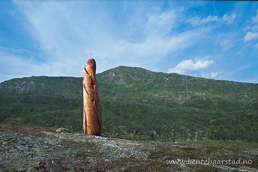 Skulptur av Ingunn Utsi fra Finnmark, Hattfjelldaldias