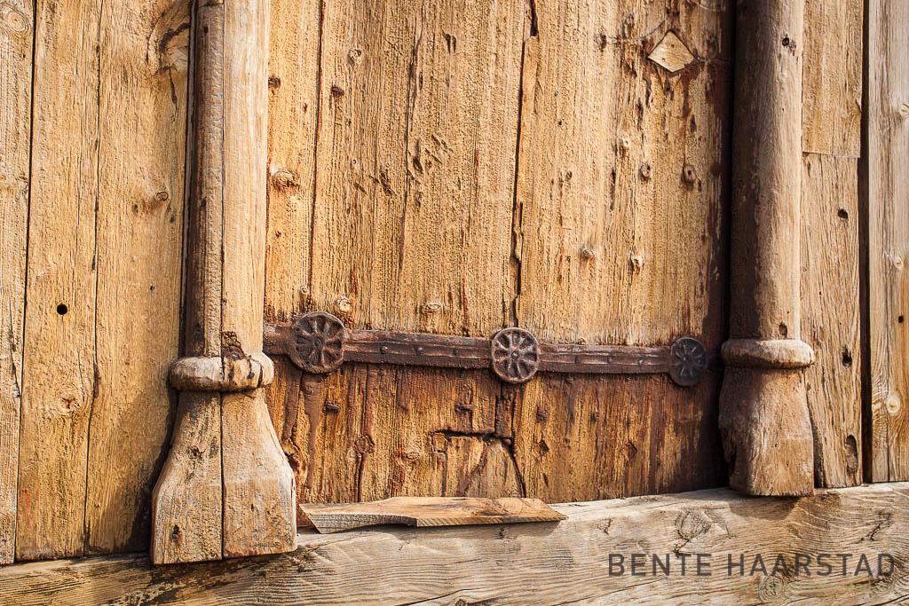 Haltdal stavkirke, Trøndelag folkemuseum. Detalj av beslag på døra.